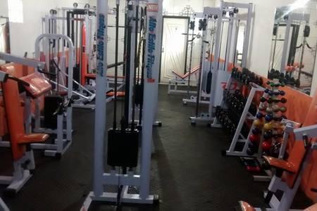 Academia alto estilo fitness -