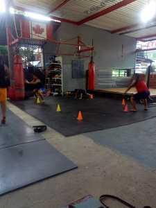 Escuela Internacional de Combate y Defensa Moderni Krav Maga Mexico. -
