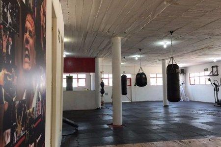 Más Bax / Training Center -